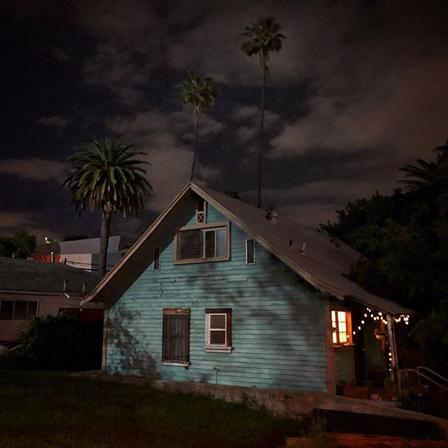 Straight out of Winters Bone?? Nope, just another night in Silverlake, LA. #silverlake #losangeles #spooky #bluehouse #sunsetblvd #hollywoodlife