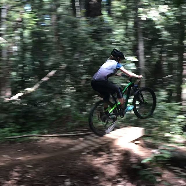 How to jump. And how NOT to jump....Nothing broken this time - just a few scrapes and bruises 👍🏻 🎥: @ben.bright