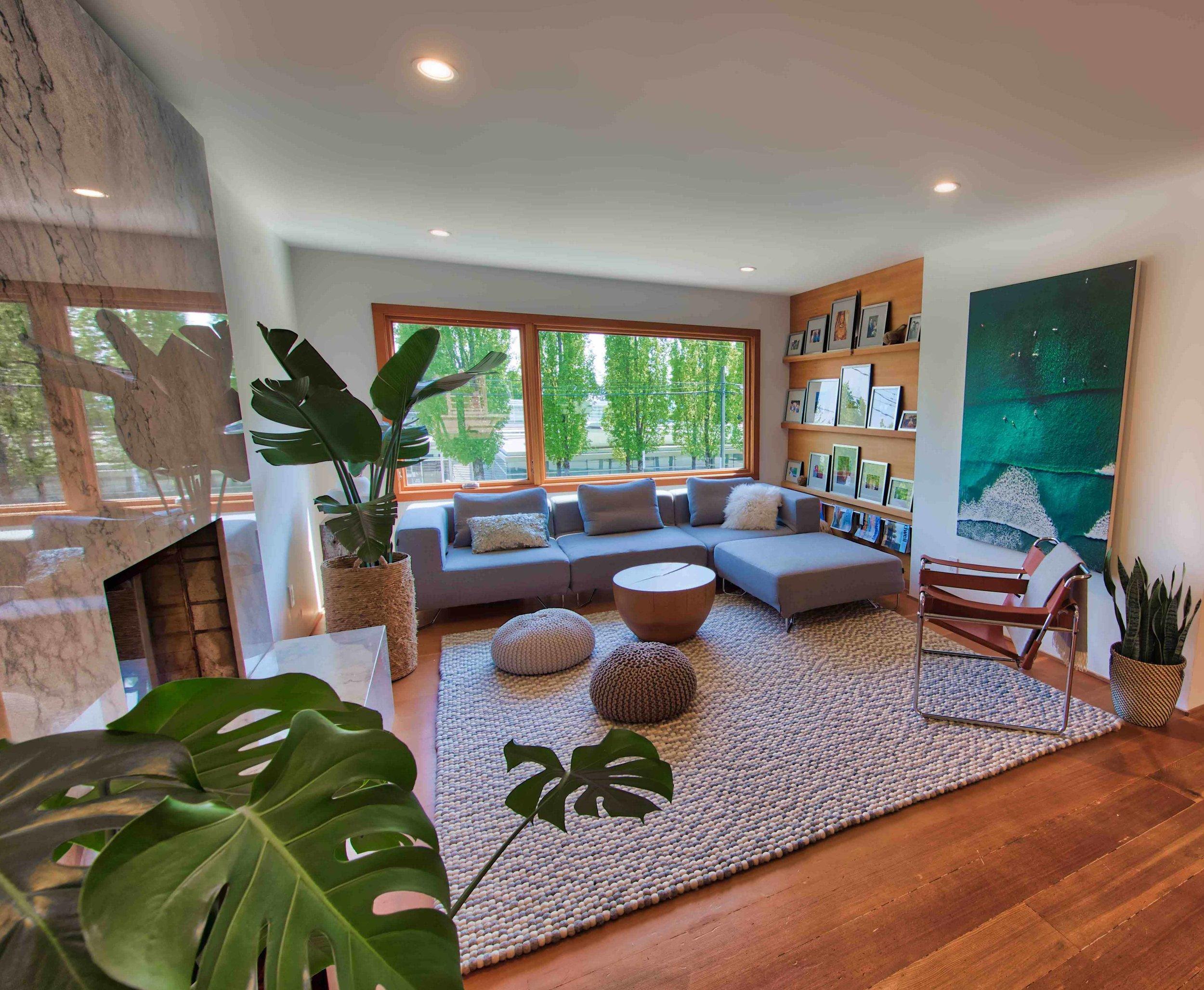 Living room 318-2.jpg