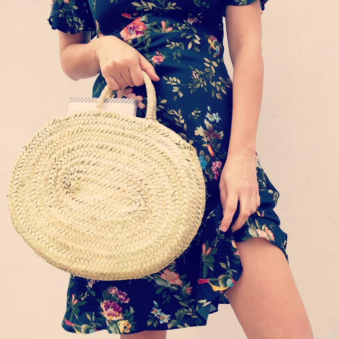 Capazo de palmito - Modelo ovaladoTe encantará este práctico y espacioso modelo, tan veraniego para combinar con vestidos y para ir a la playa.