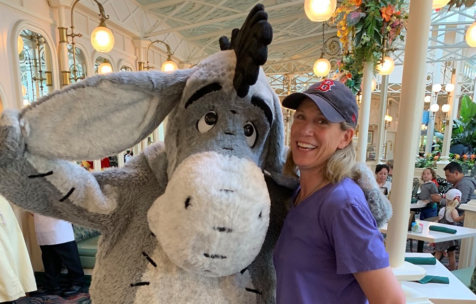 Meagan + Eeyore do Disneyland
