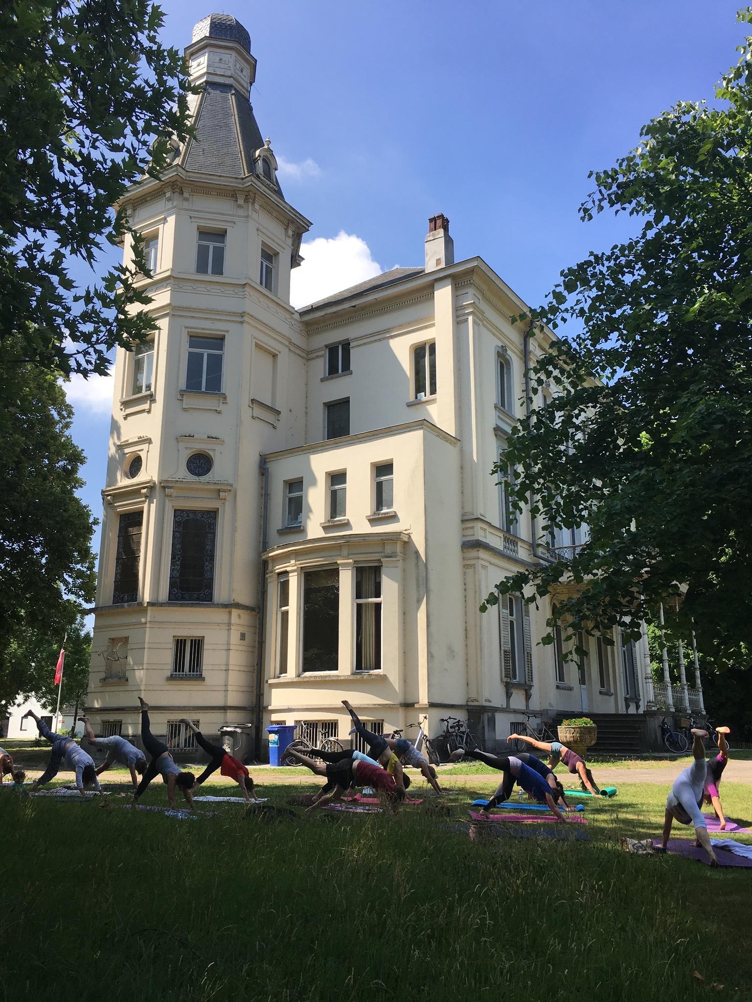 Yoga in het park, Borluut kasteel