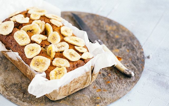 🍌🍞Banana Bread top tip! • 🍴Slice the banana bread up, place a slice between two pieces of greaseproof paper, then... 🍞Toast on both sides in a frying pan over a low medium heat- this caramelised the banana🍌👌🏻. Nuttin but goodness 😋 . . 👉🏻Be healthly, Be naughty...BNUTZ . . . #bananabread #bananas #order #online #birthdaycake #celebrations #bananagirl #organic #fairtrade #bananamecrazy #freefrom #cake #bread #onaplate #soulfood #thursday #veganeats