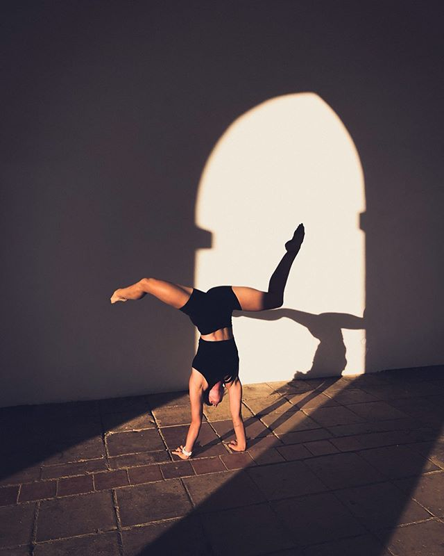 Shapes and shadows 👋🏻 🇮🇹 #whereihandstand #xdubai