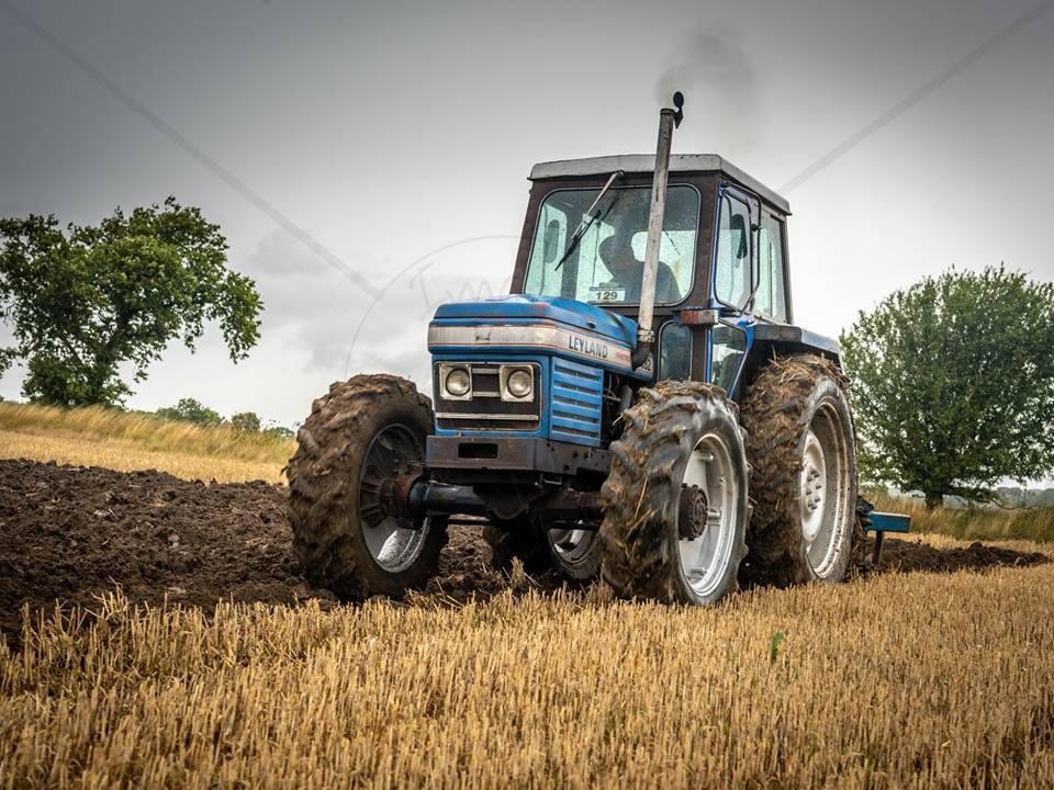 leyland-482-syncro-ploughing.jpg