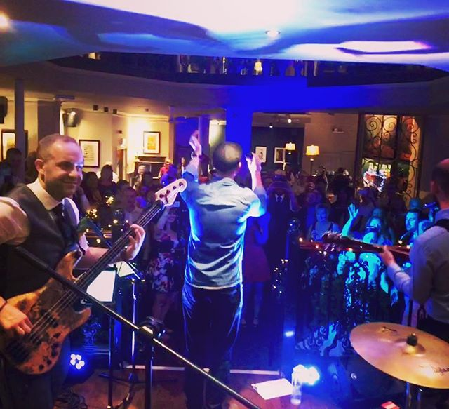 We had a guest appearance from the groom and his old band last night - what a treat! 👏🏻🎸🤘🏻 • #wedding #weddingband #reunion #thelastremainingmonkey #groom #band #gettingthebandbacktogether #music #musicians #gig #hireaband