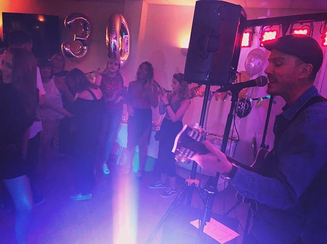 We had a lovely time celebrating Michael's 30th tonight! What a lovely bunch ☺️❤️🎂 • • #guitar #guitarist #singer @steffanjamesmusic #functionband #liveband #livemusic #party #partyband #birthdayparty #partymusic #30th #30thbirthday #birthdayboy #cheam #cheamsportsclub #local #music