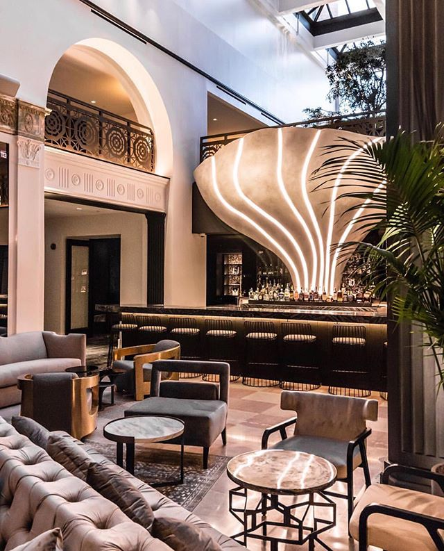 """THE STAY BOUTIQUE CONCEPT SPOTLIGHT SERIES // Hello, The Mayfair Hotel, Los Angeles is happy to have you back 😇 The city's newest boutique hotel is the brain child behind Crescent Hotels & Resorts. @mayfairhotella was designed by Gulla Jónsidóttir and they even have an Artist-in-Residence, Kelly """"Risk"""" Graval! They have 4 bars, a coffee shop, a pool, a fitness studio and A PODCAST ROOM so guests can create some content during their stay 😮 @stayboutique_ LOVES sharing about amazing boutique concepts like this so make sure to keep up to date about our events, magazines, podcasts and travel guides 🦋 #stayboutique #boutiqueindustry"""