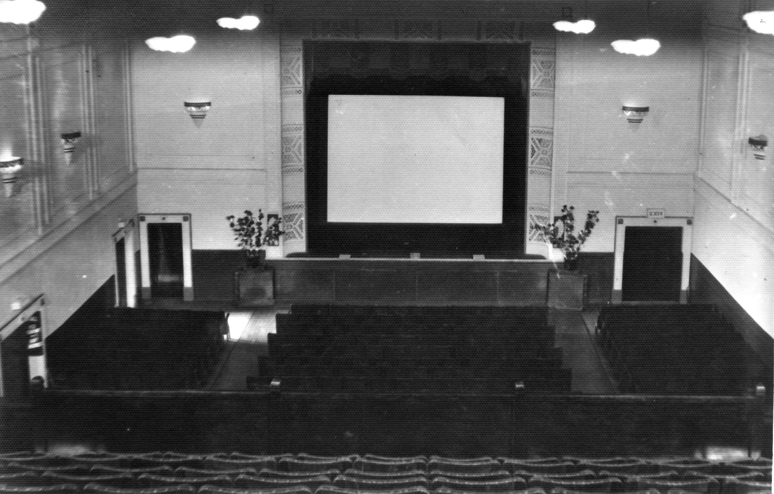 The only image of the original screen we have ever managed to source. Kindly provided by Allan Webb of Regent Theatre, Te Awamutu. The photograph was likely taken by Trevor Skelton. Date unknown.