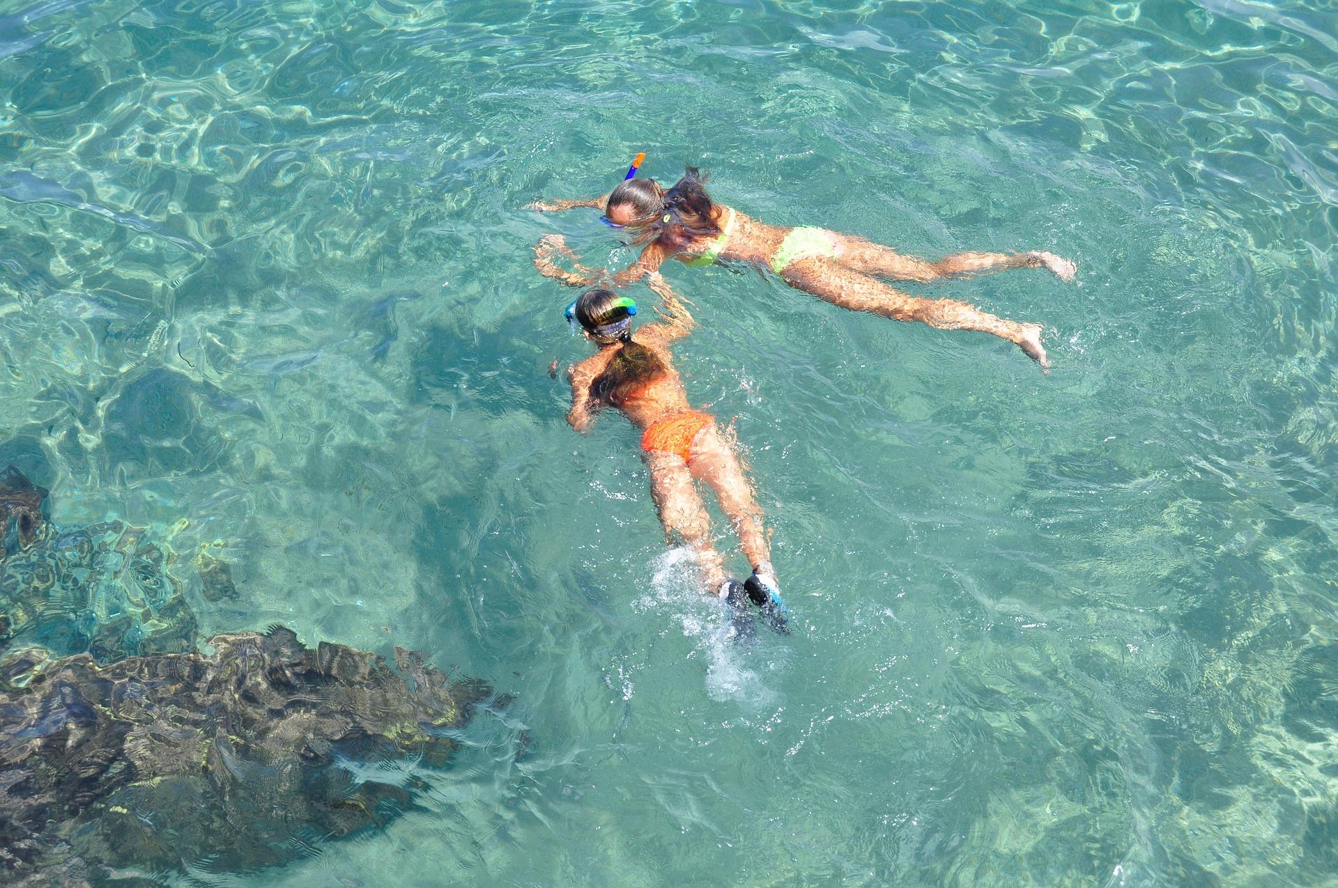 snorkeling-1551757_1920.jpg