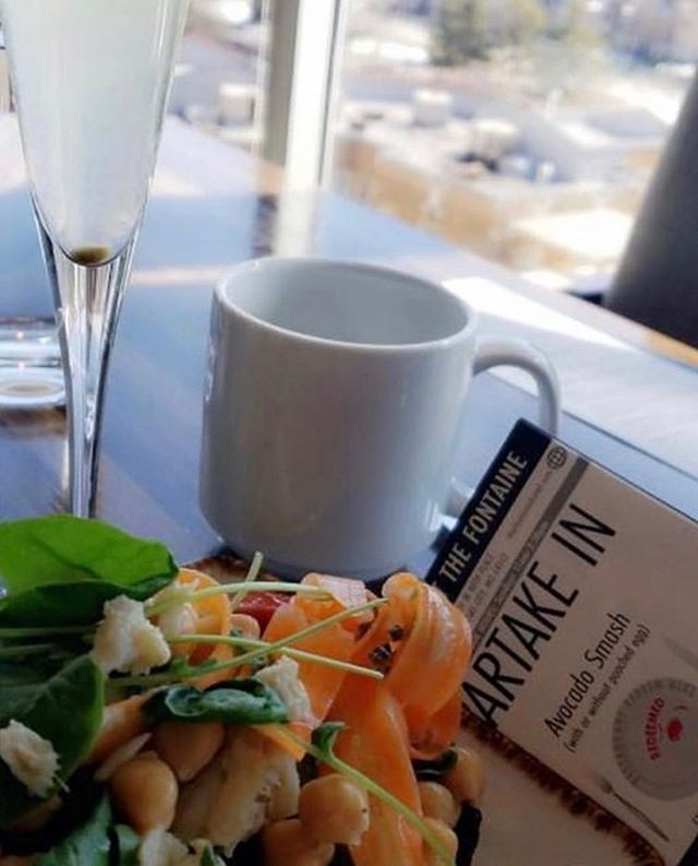 Brunch with a view! Bottomless mimosas on Saturday and Sunday at the rooftop ✨ 📷 @giveandpartake . . #parkeratthefontaine #countryclubplaza #kcfoodie #plazakc #kceats #thefontaine