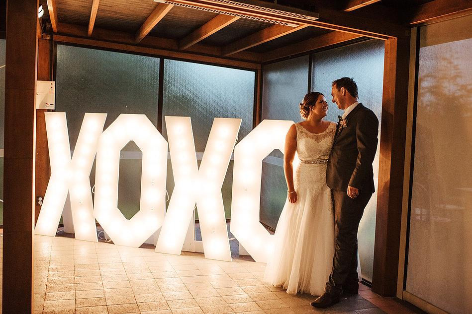XOXO light box with couple