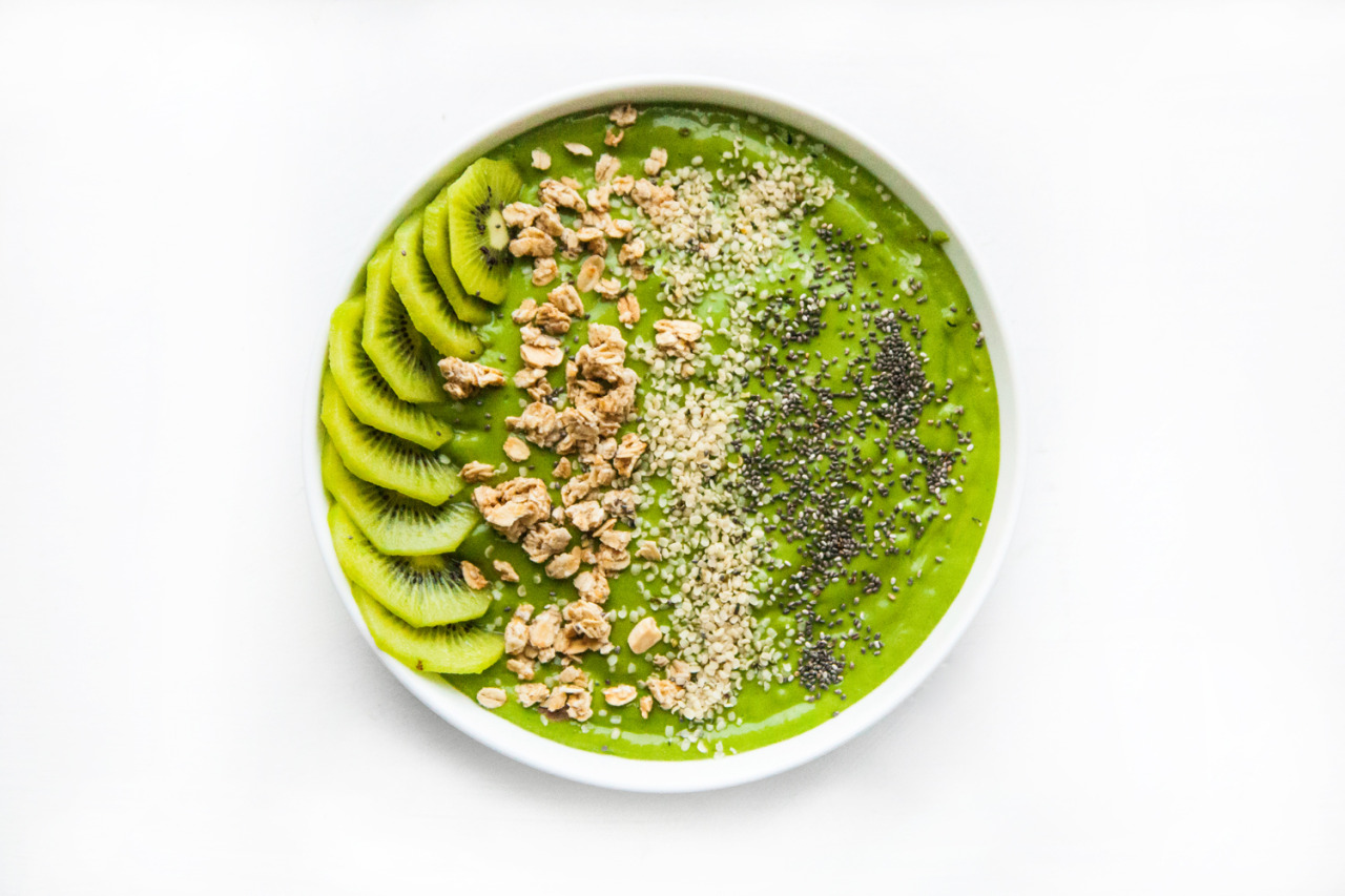 I felt like it might be a good idea to pepper in some food photos too. I'm back into the swing of things for Barre Fitness and it's back to healthy eating for moi!  Here's a green smoothie bowl that I made and photographed -  the recipe for which can be found by clicking HERE .