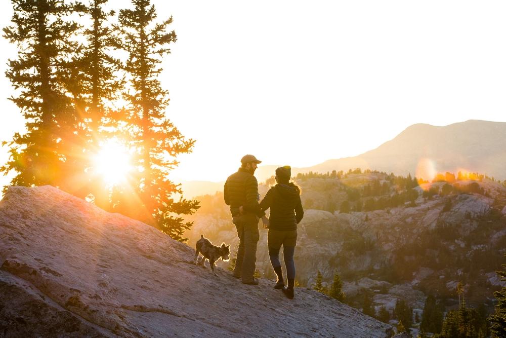wyoming-wind-river-range-island-lake-sunset-couple-flare-dog.JPG