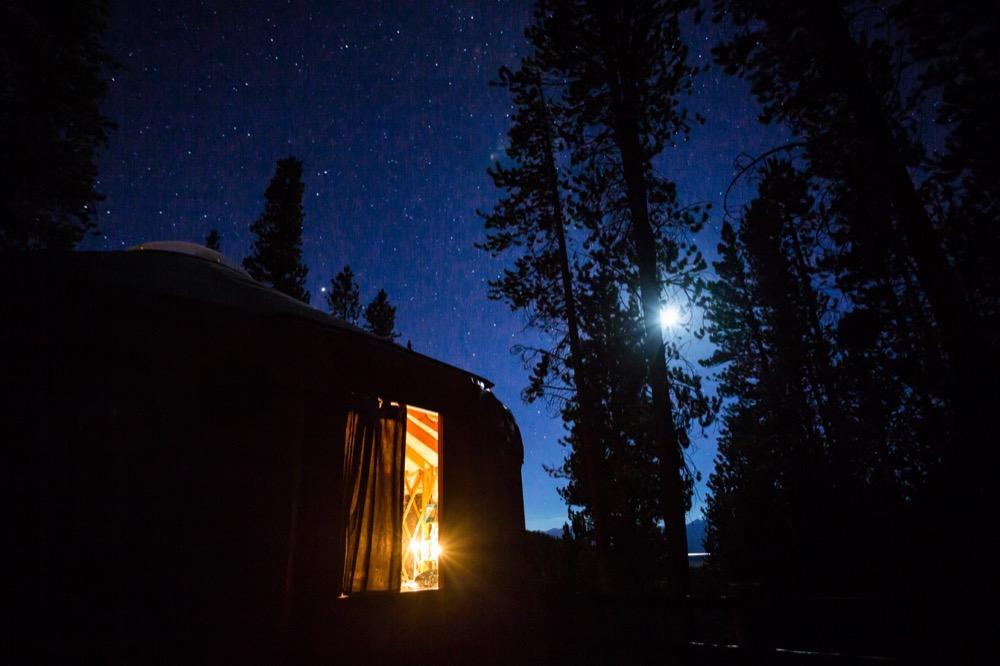 tennessee-pass-yurt-cookhouse-colorado-night-moon-stars