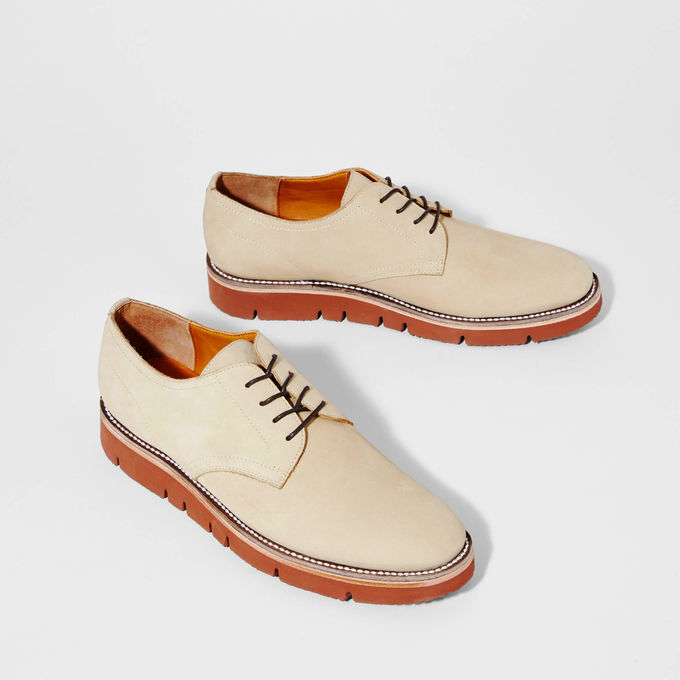 Bartlett - This shoes can pair with everythimg! This one caught Grant's eye instantly because he could easily wear it with a suit or dresses down with a pair of khakis! I love the Vibram sole feature! I think it adds a fun modern twist and makes this show very durable!