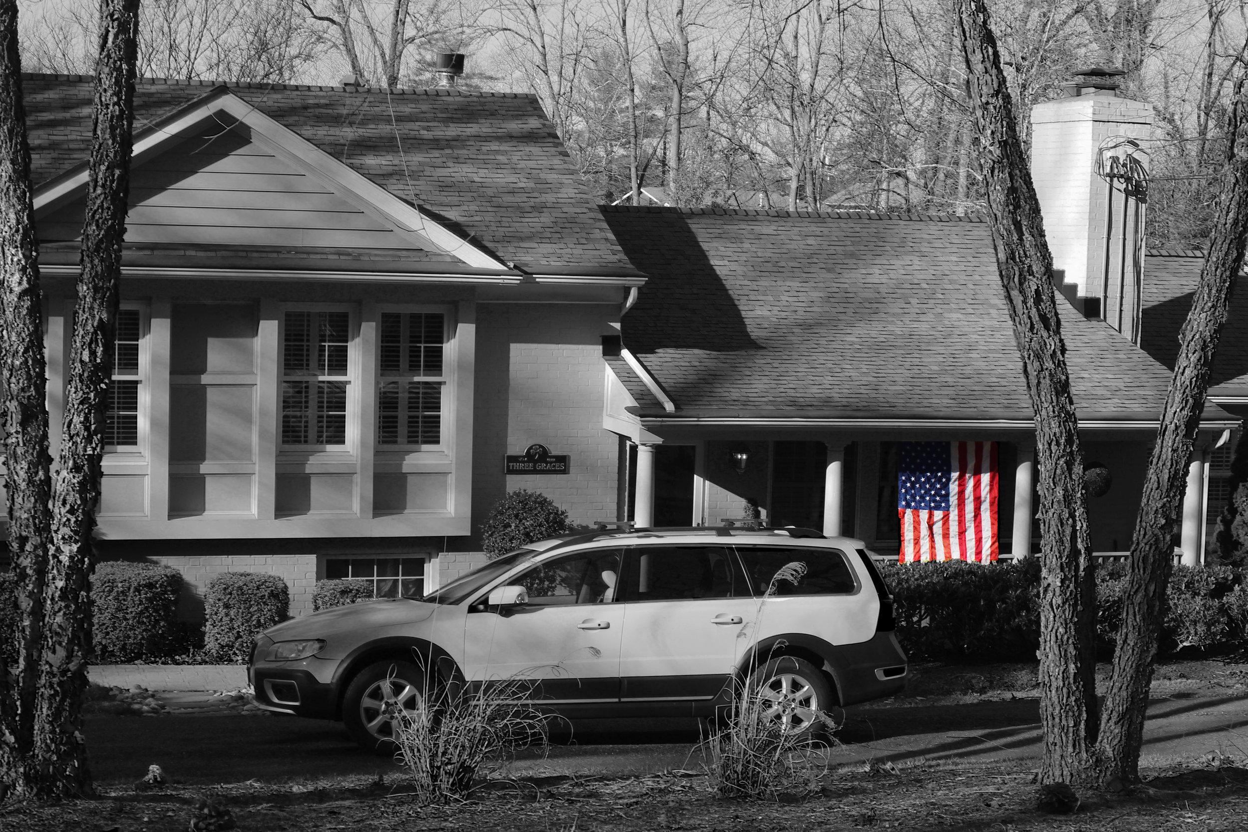 blackwhitehouse.jpg