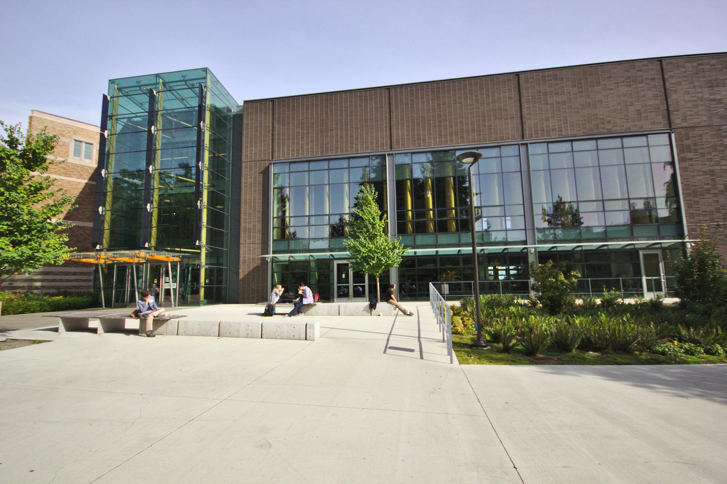 Husky_Union_Building,_southwest_entrance,_2014-10-13.jpg