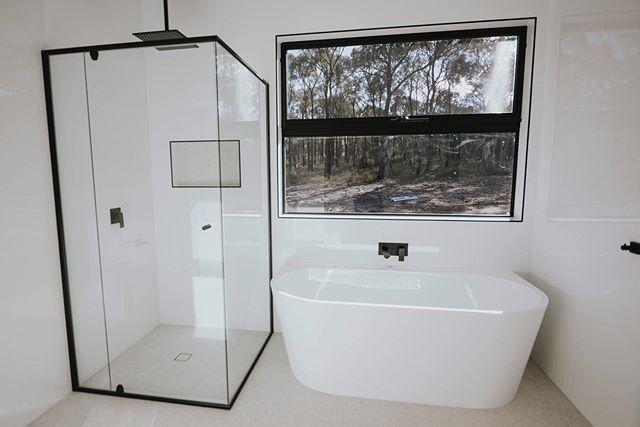Bathroom goals 😍 🛁 @myelusivedesign
