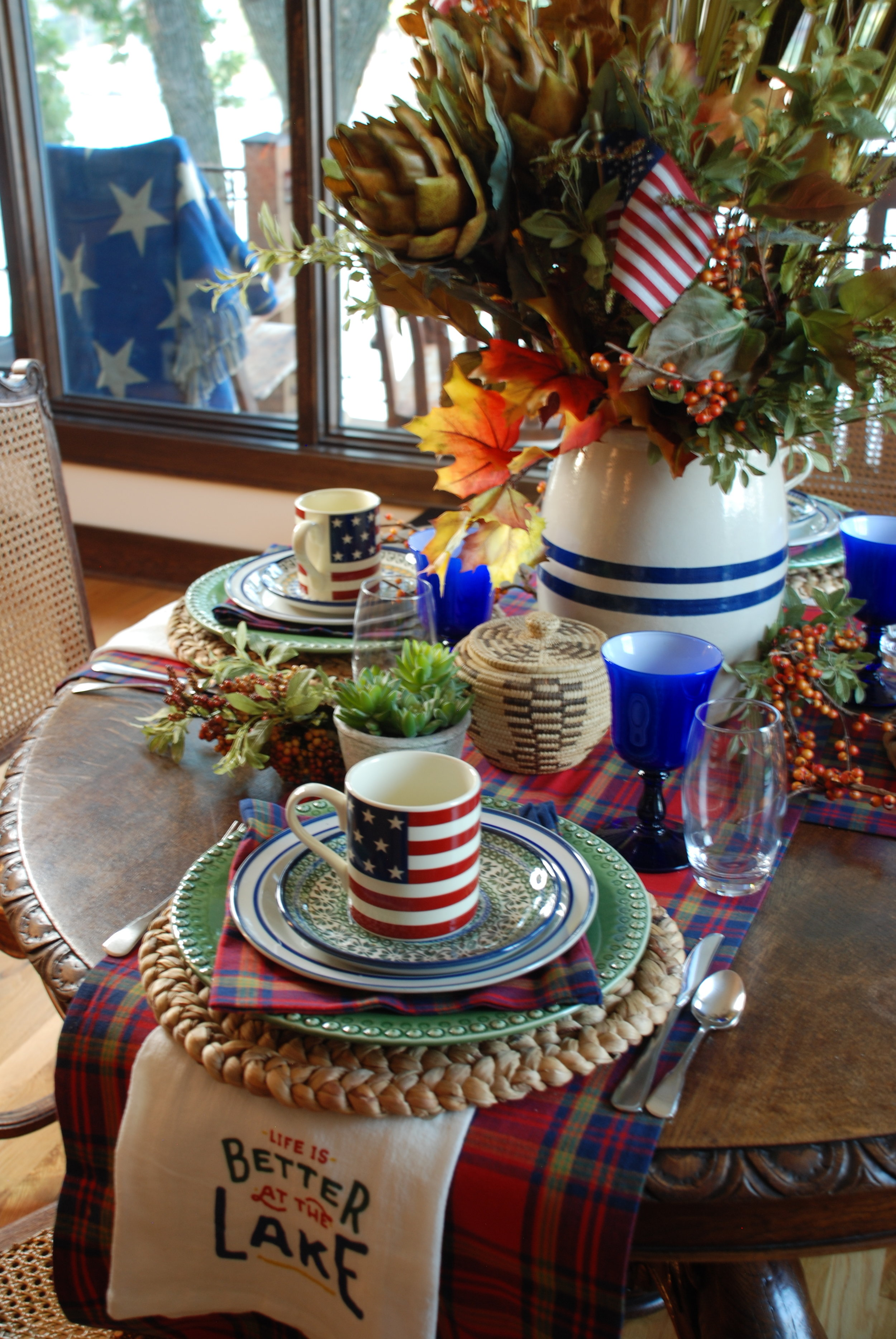 I love the mix of fall foliage with plaid and patriotic themes for Labor Day. Last chance to enjoy the red, white and blue on a 2018 holiday (unless, of course, you are partial to an Americana Christmas tree). (Smile!!)