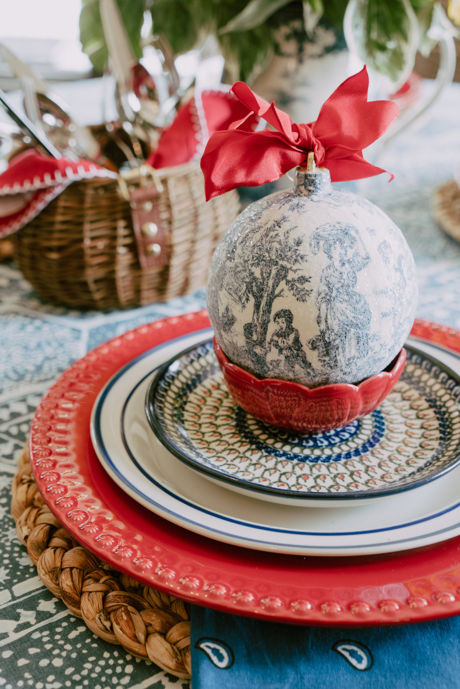 Sparkly fabric ornaments top off this table, ready for summer guests.