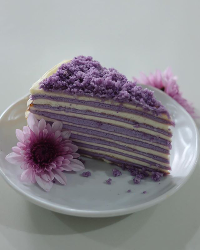 Yesterday's surprise came in the form of a delicately beautiful Ube Mille Crepe Cake from @papermooncafeph. It was light, airy and had the right amount of sweetness. I brought it today for lunch with the family and it was a hit! Can't wait to drop by and try out all the different Mille Crepe flavors as well as their savory offerings in the newly-opened branch at @molitoalabangph. Thank you so much @papermooncafeph! Happy Sunday!!!💜💜💜