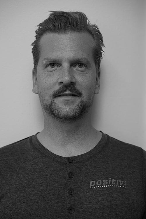 Martin Krummel - Utdannet fra Axelsons Body Work School. Har jobbet som massør siden 2010 og har erfaring fra klinikk og bedriftsmassasje.