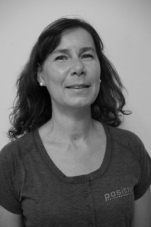 Anne Grethe Riis - Utdannet ved Institutt for helhetsmedisin, jobbet som terapeut i 8 år med erfaring fra klinikk og bedrift.