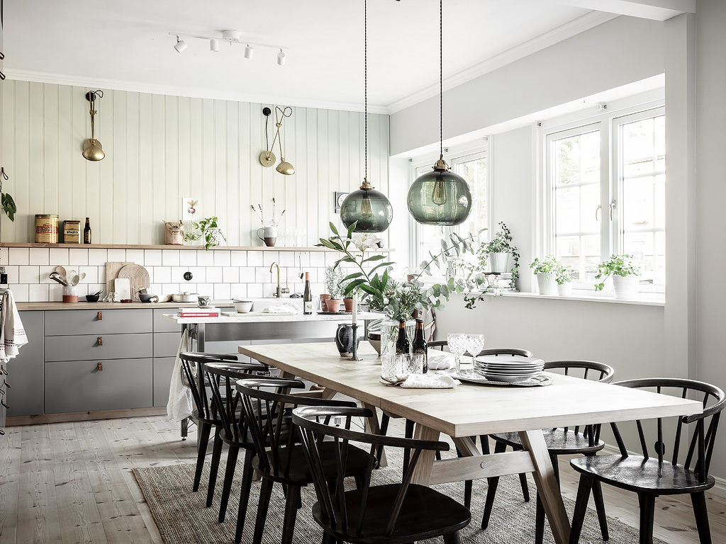 Green kitchen with wooden panelling