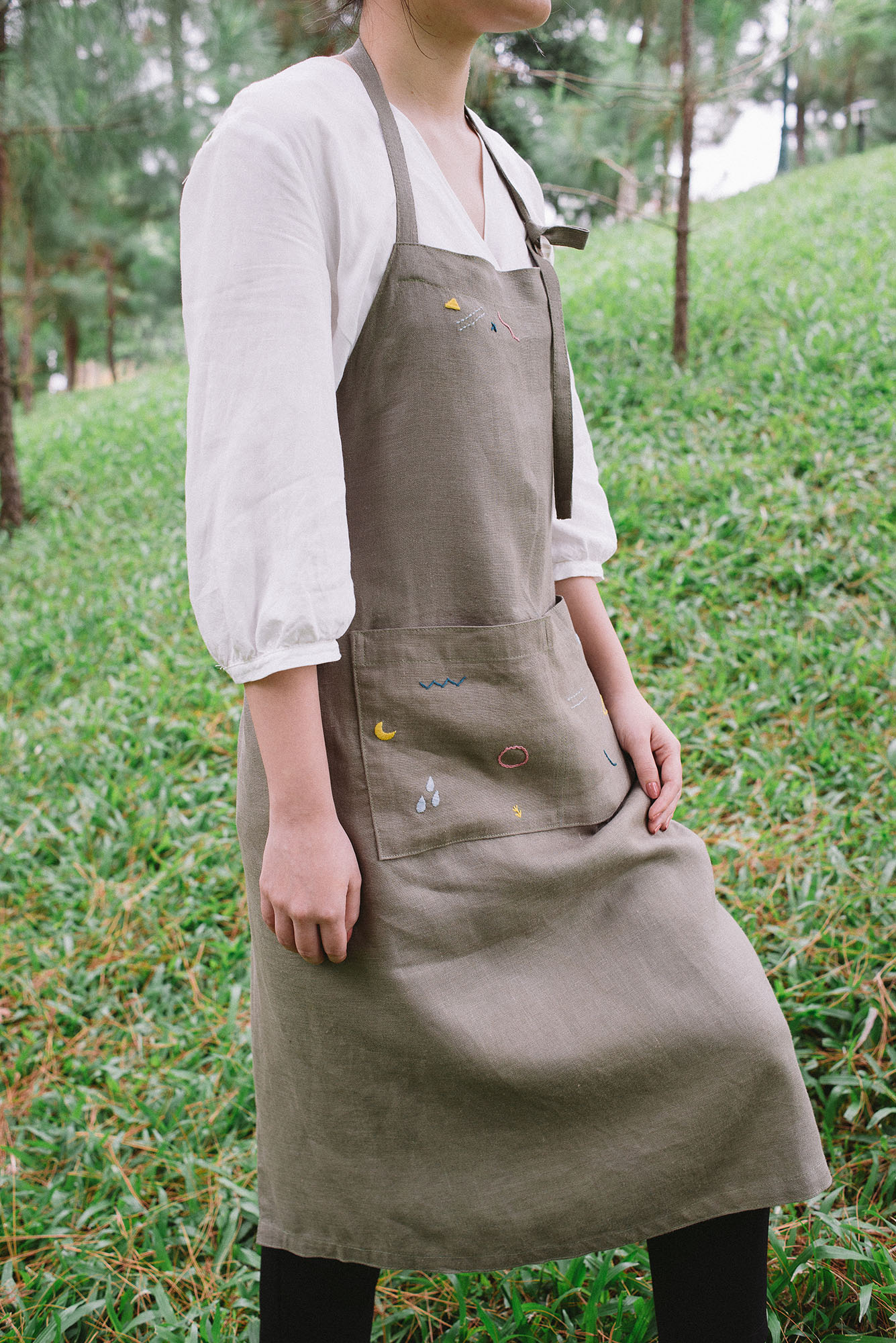 [sold]   Playful apron No.2 / $25   Material: Linen  Colour: Olive  Hand wash for best result