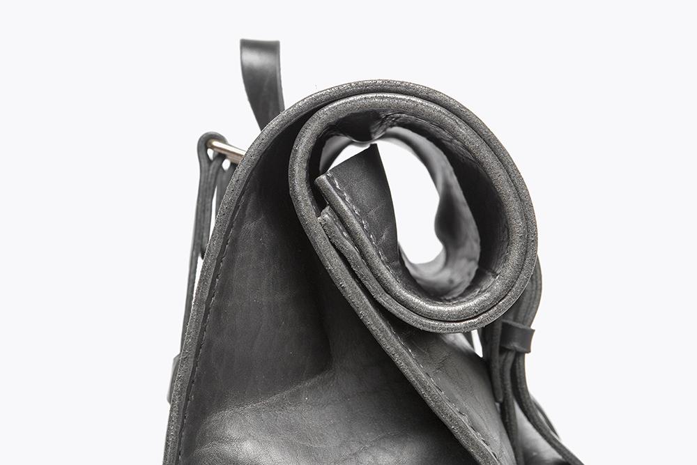 6 RS S Black - PP Detail roll top_LR.png