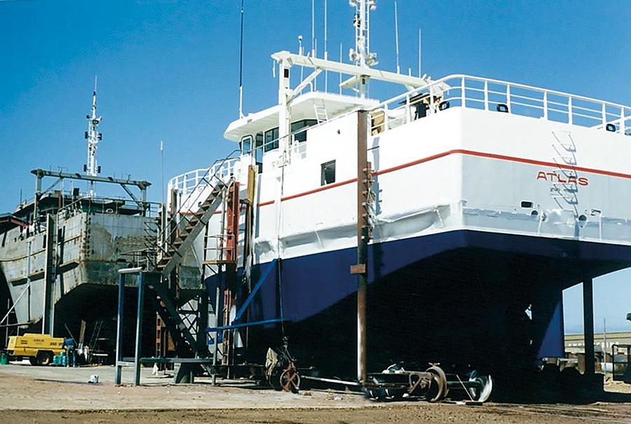 mg-eng-Two-Ships-img-122122732-0001.jpg