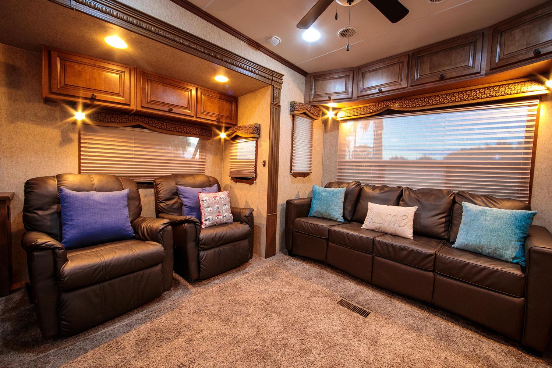landmark-camper-rental-liv2.jpg