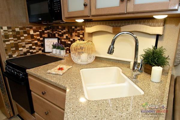 int-kitchen1.jpg