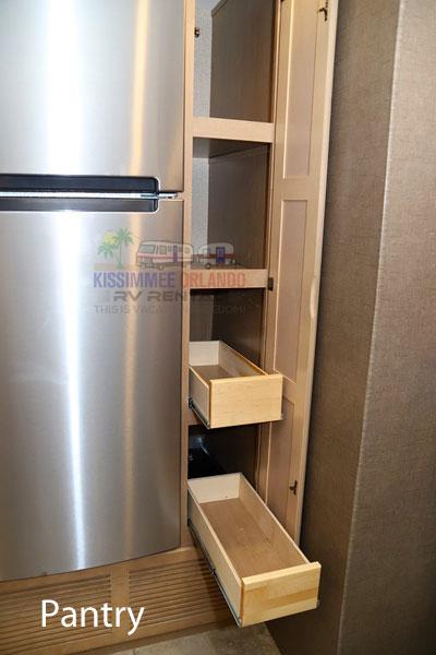 int-pantry2.jpg