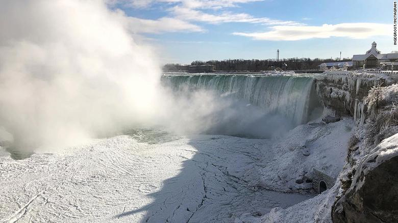 Niagara_Falls_Goes_Dark_Earth_Hourjpg