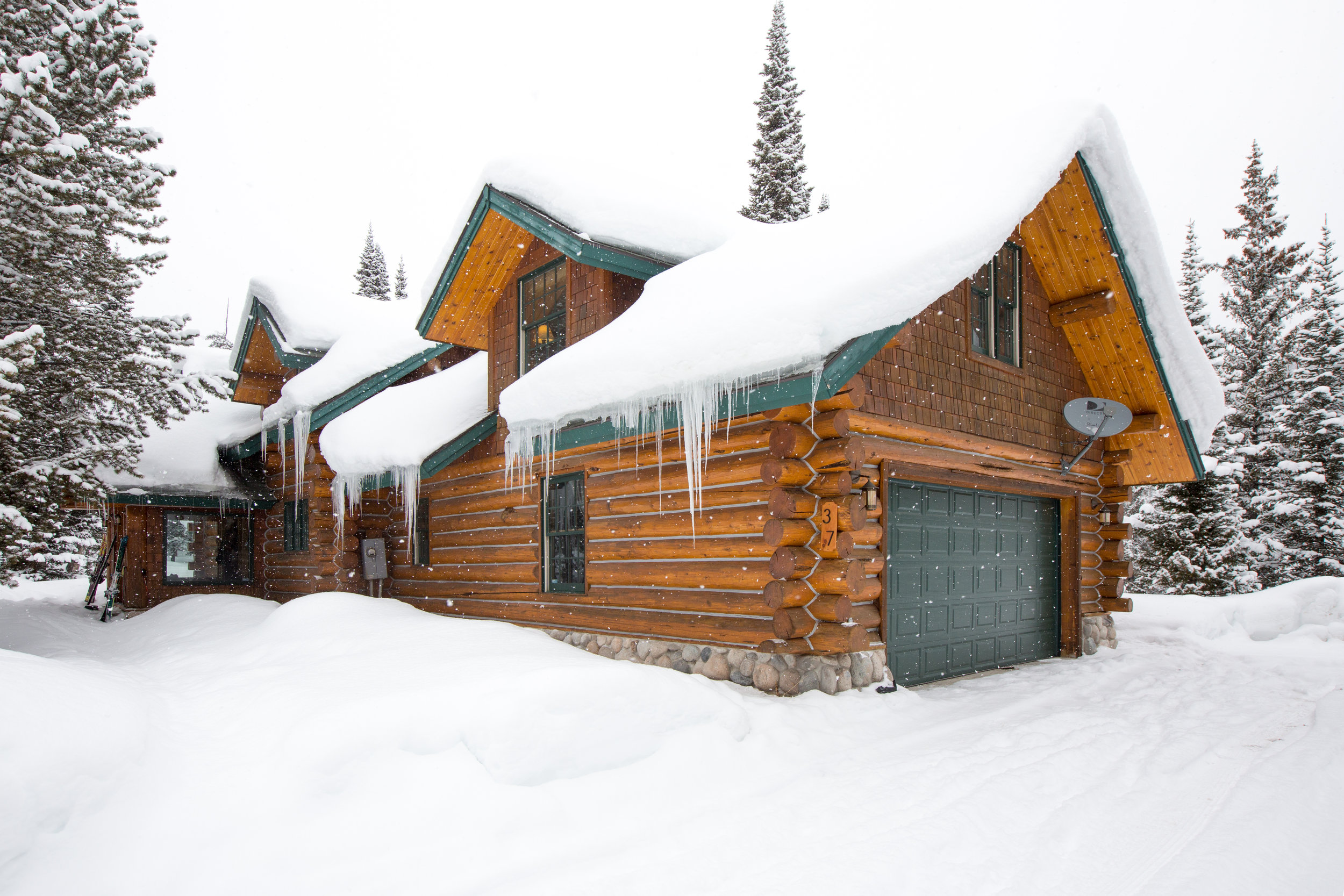Cover Photo Hideout Lodge.jpg