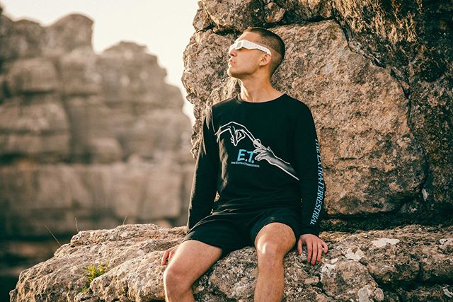 E.T. connected with @jungchile high up on the limestone formations of El Torcal de Antequera  #SS19 @dedicatedbrand Styling/MUA @amandakrantz  #ET #landscapephotography