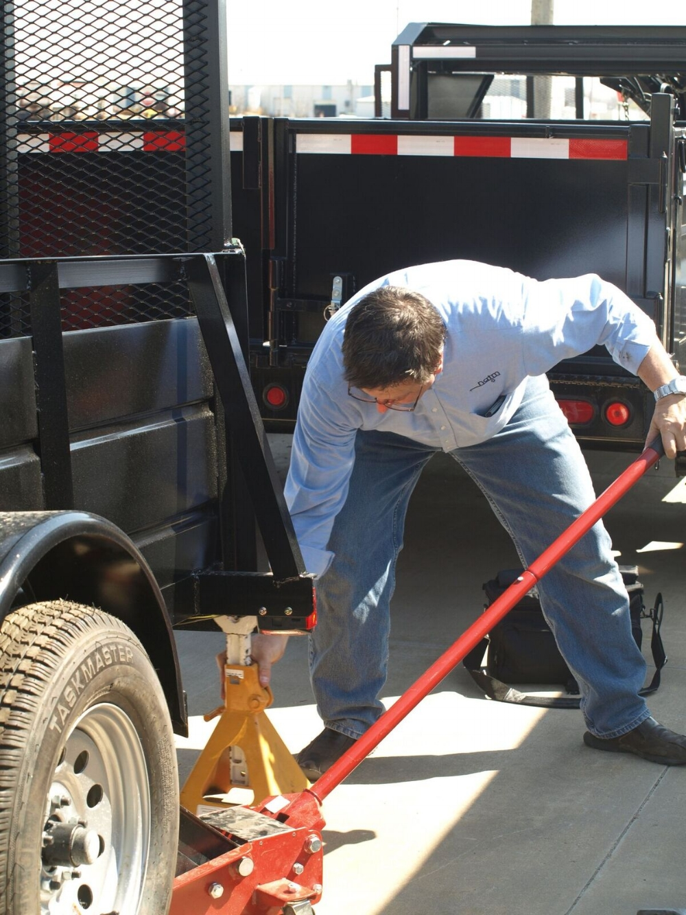 Photo Credit: Lancaster, C., & Klein, R. (2009).  The Trailer Handbook: A Guide to Understanding Towing & Trailer Safety . Topeka, KS: National Association of Trailer Manufacturers.