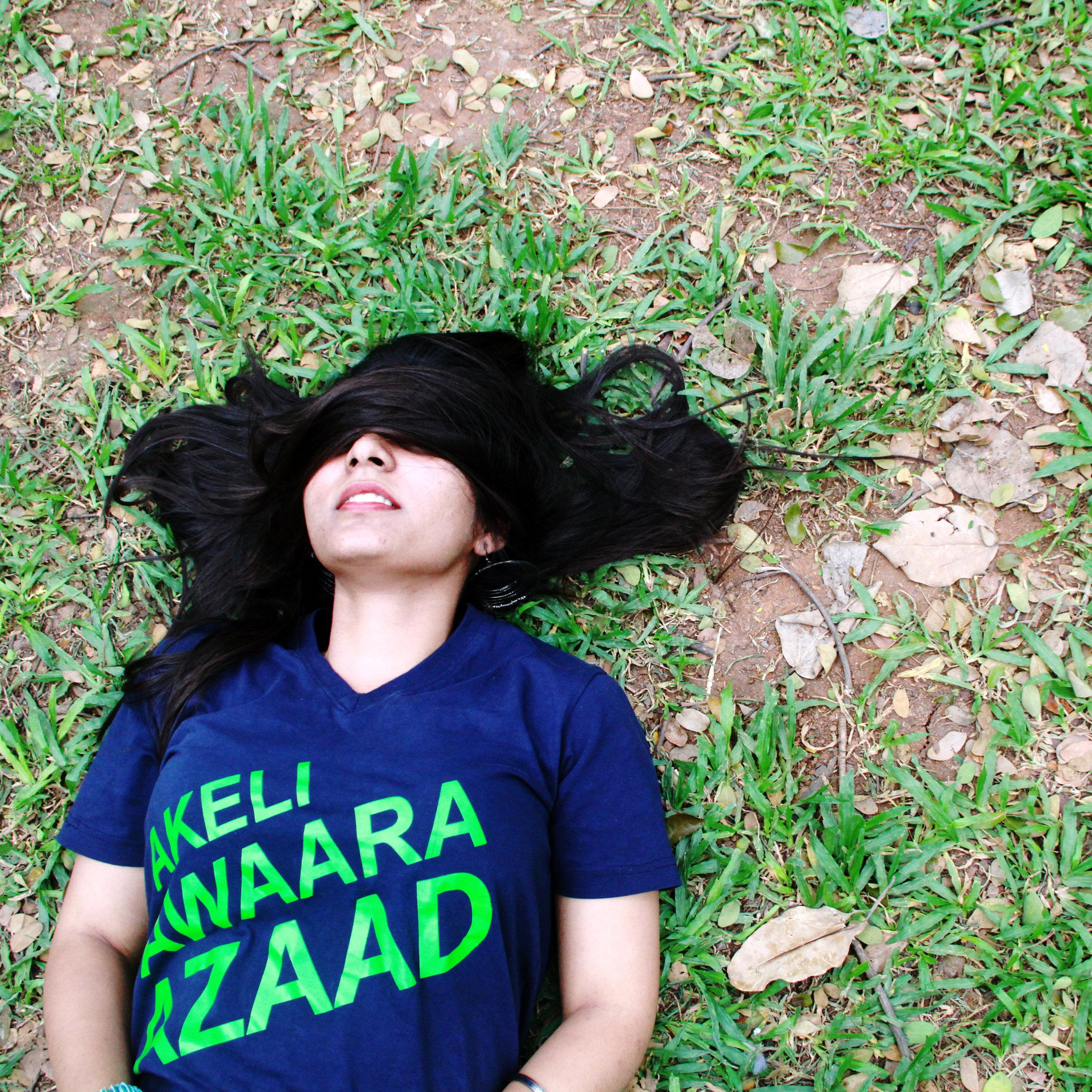 Juttu vippokoni gattiga navvey aada daani, yennadu nammoddhu!(Telegu)Never trust a woman who laughs loudly with her hair open. -