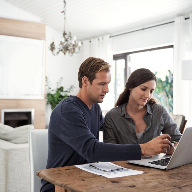 istock.buyers.couple.jpg