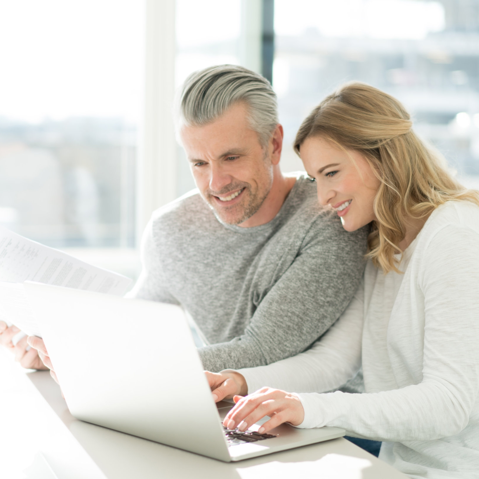 Couple-paying-bills-online-at-home-516182396_7124x4633.jpeg