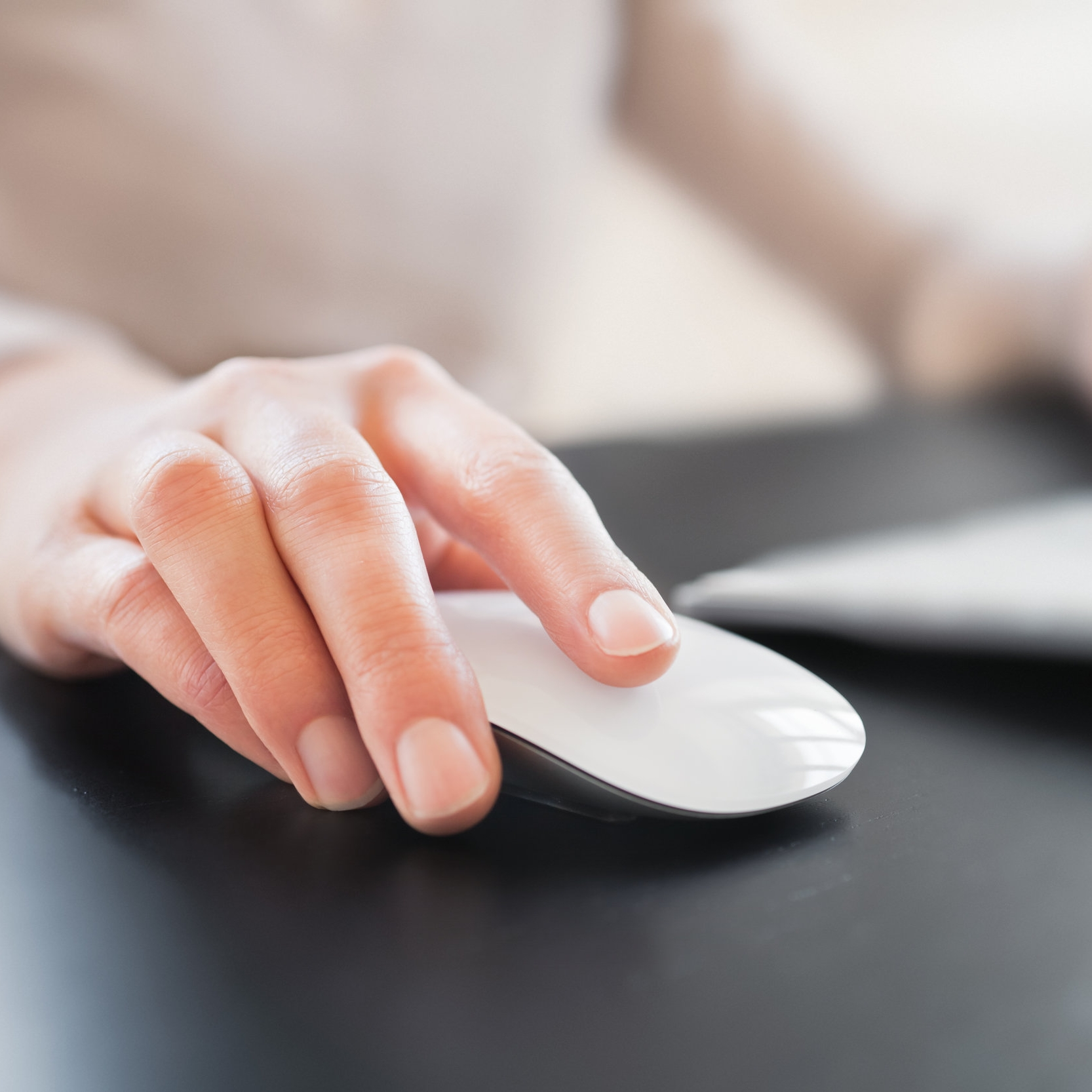 Hand-with-Computer-Mouse-185277608_5616x3744.jpeg