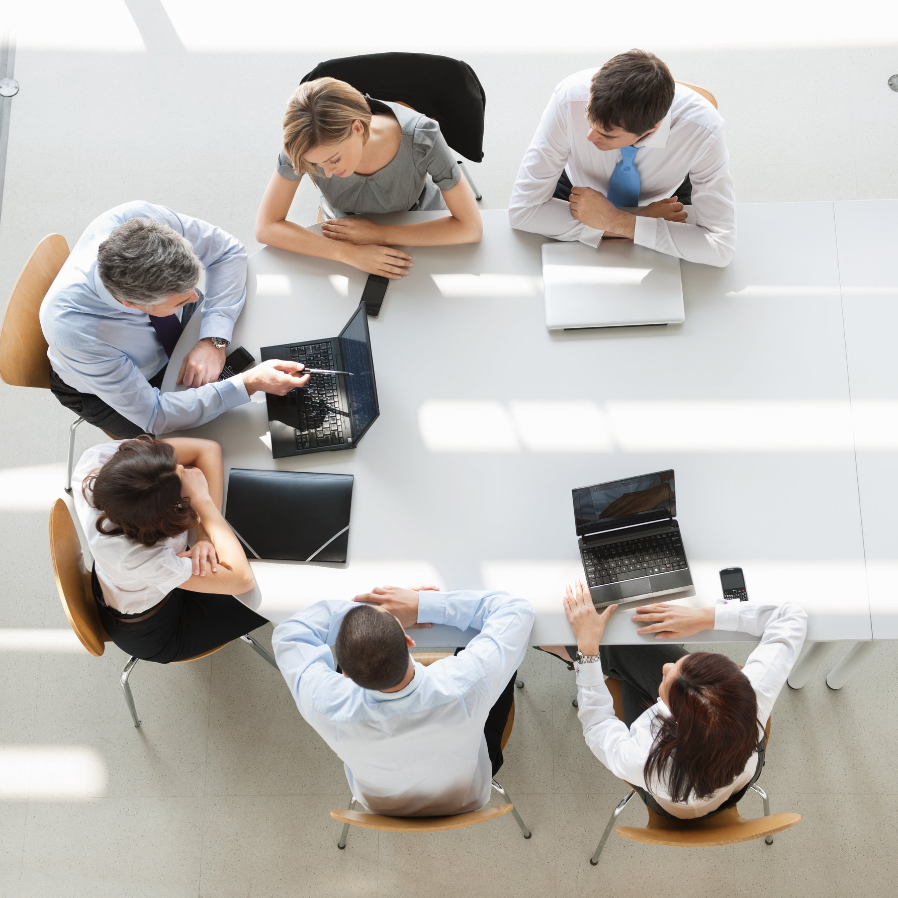 Overhead-view-of-business-people-in-a-meeting-155391664_5645x4032.jpeg