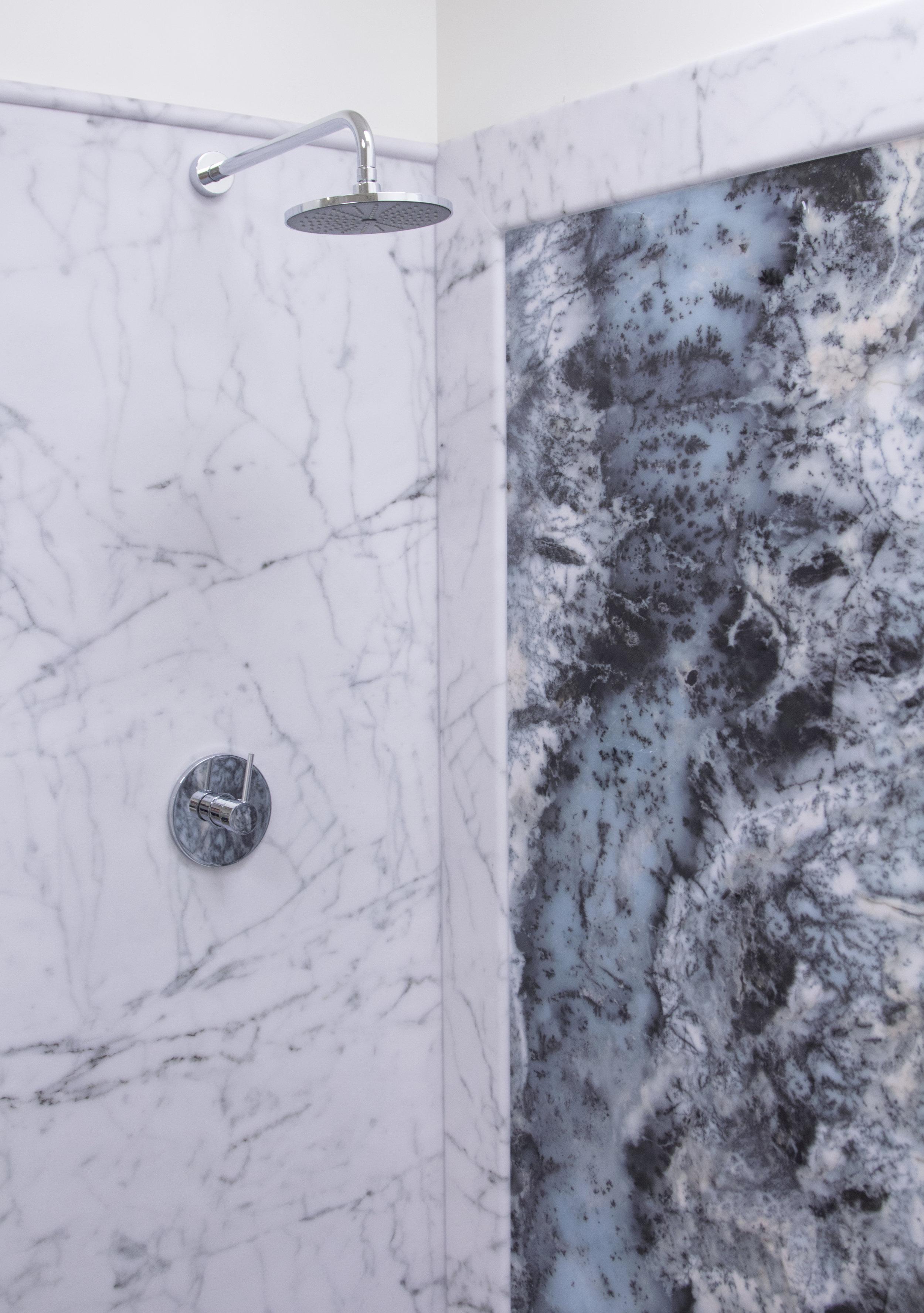 Bianco Carrara Display_V.jpg