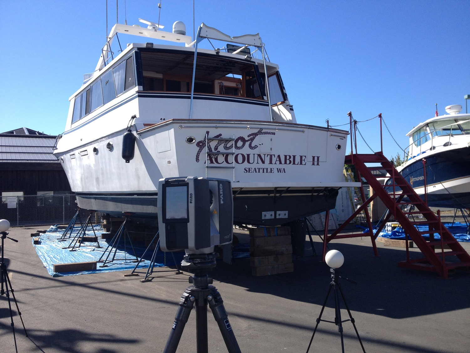 Laser scanner and yacht