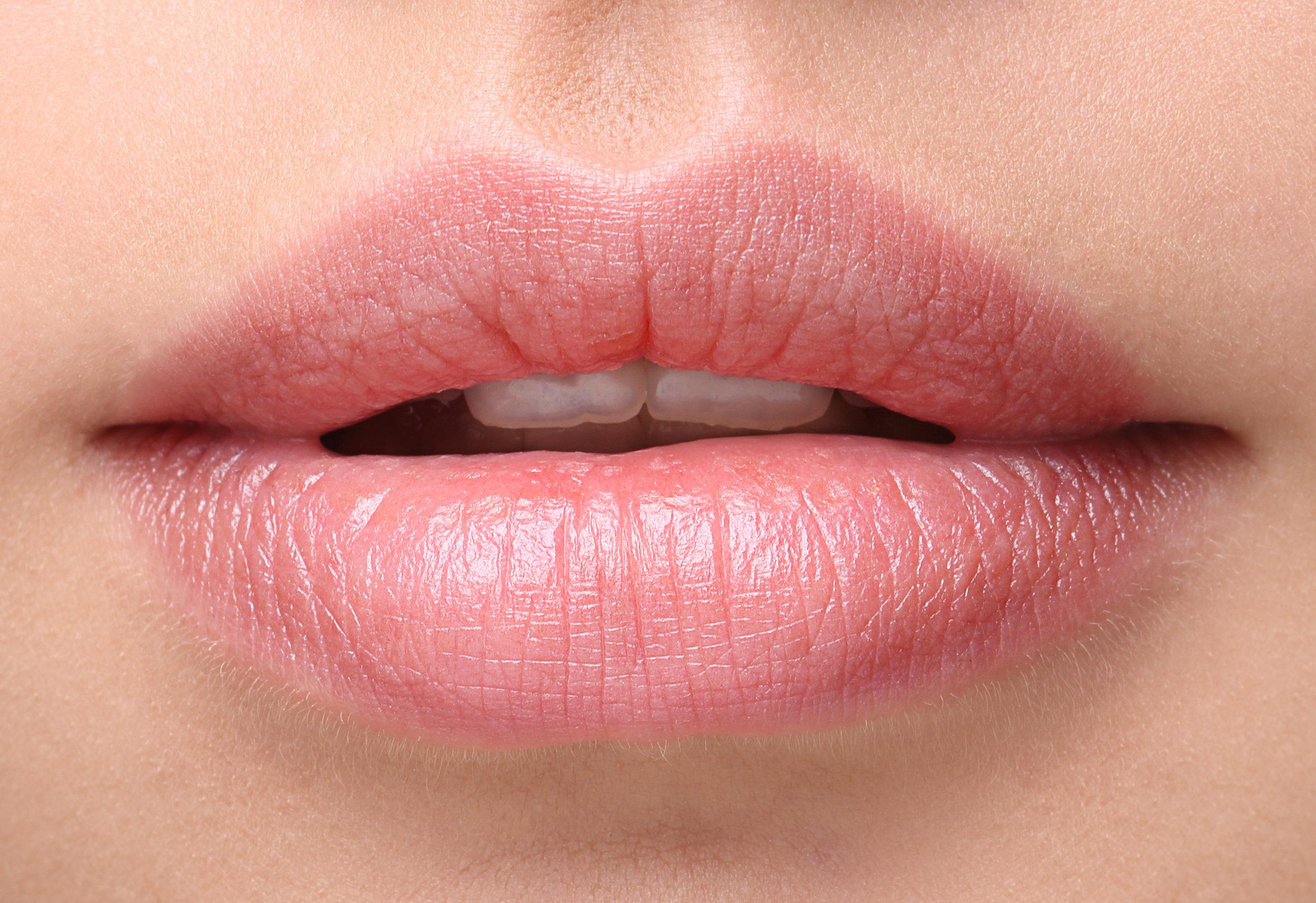 Lip plumping routine with Smoocheroo Mega Lip Plumper