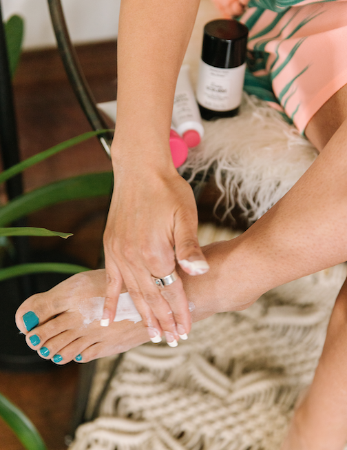 Perfectly Posh Toes Before Bros Foot Mask usage with OPI non-toxic nail polish, how to use a foot mask for at-home DIY pedicure