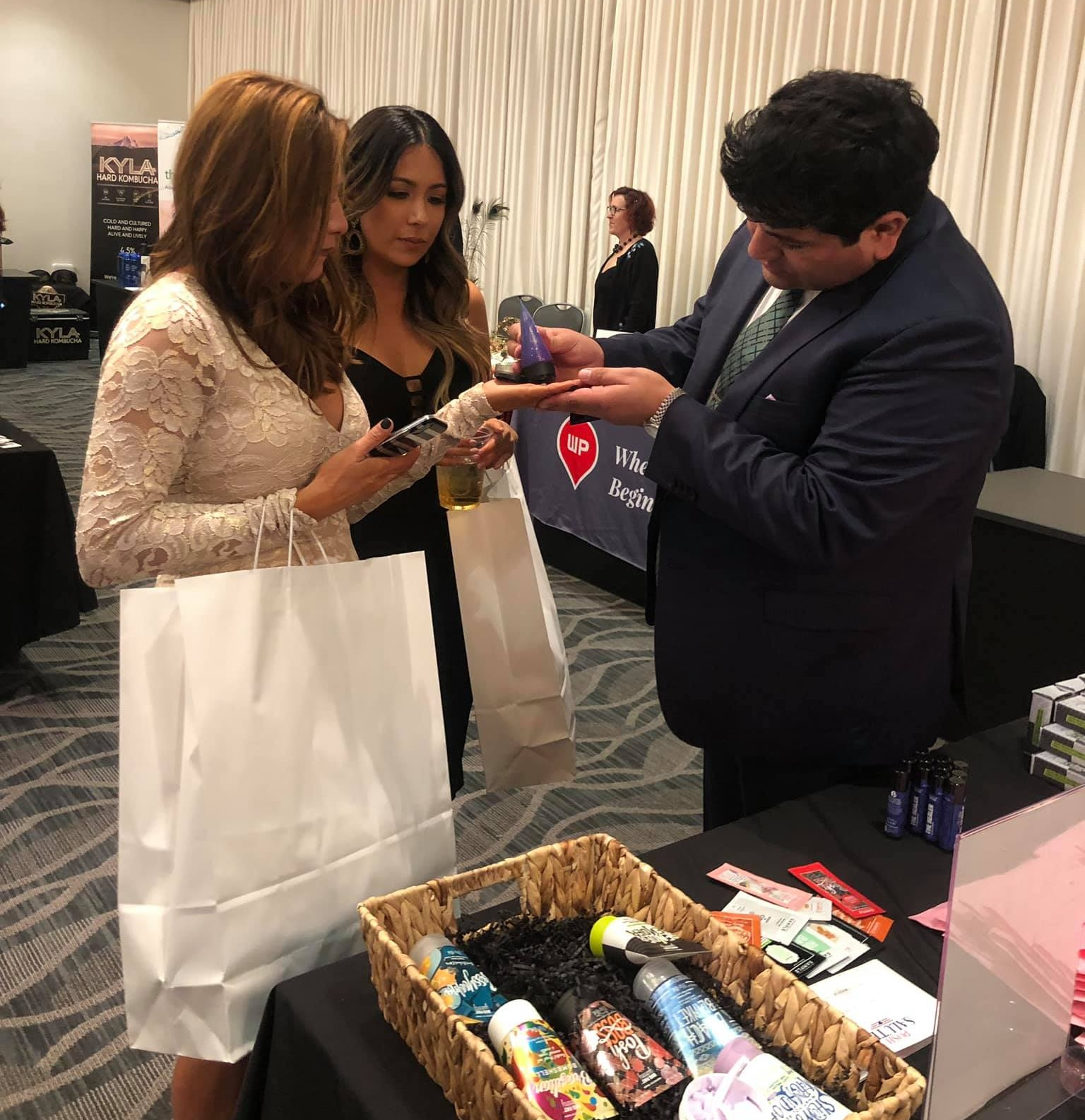Perfectly Posh pampered at the pre-Oscar party 2019 with Big Fat Yummy Hand Crème samples