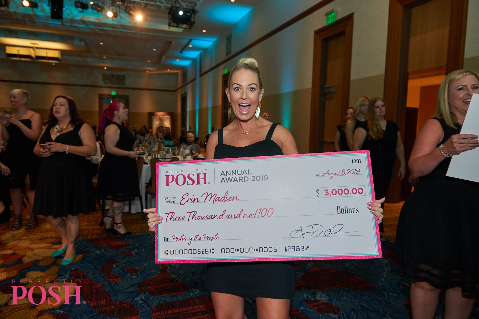 Perfectly Posh Premier Influencer Erin Madsen with $3000 Annual Award check at UnCon Leadership Breakfast with Tiffany 2019